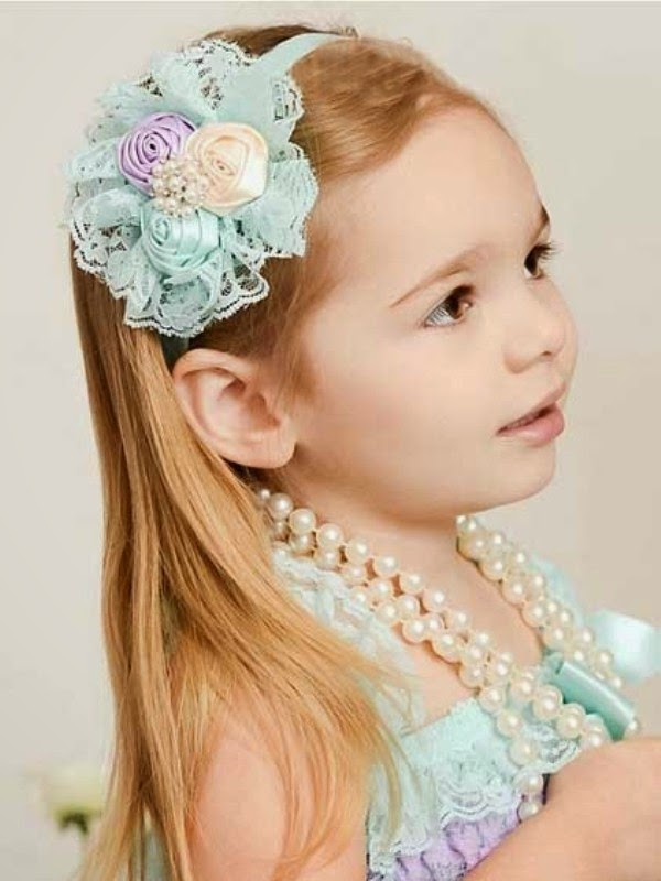 gambar bayi perempuan cantik pakai bando bandana bunga warna biru gratis