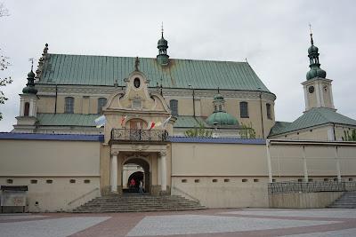 Główne wejście do zespołu klasztornego
