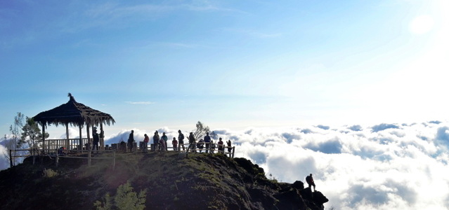 sikunir hill is one of the places to enjoy magnificent sun that rises at dawn the situated an altitude 2263 meters above sea