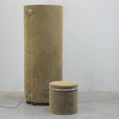 Se guarda o recoge en forma de cilindro