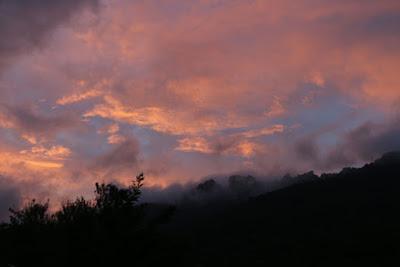 Un magnifique coucher de soleil sur le château de Peyrepertuse