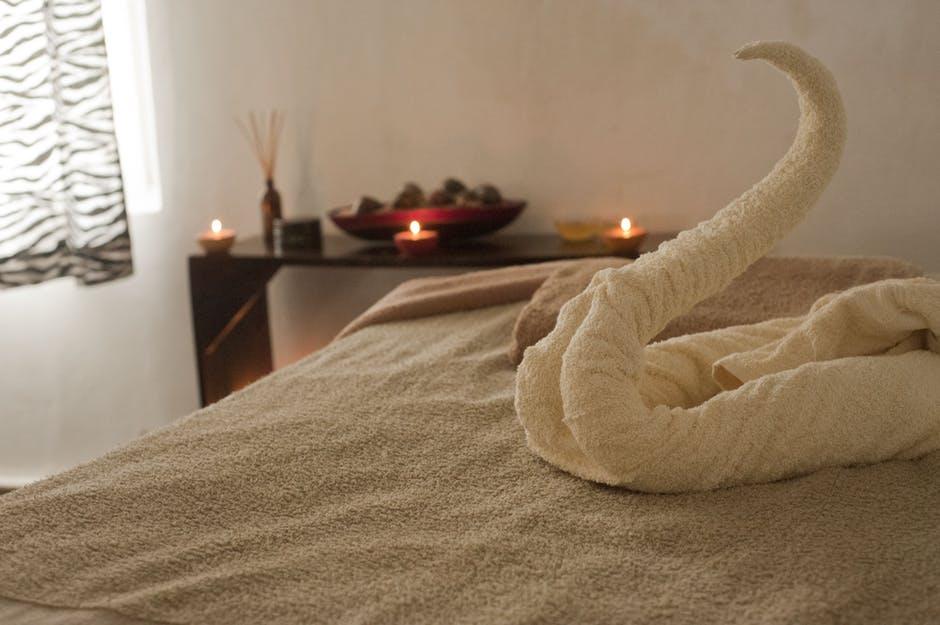 soin institut serviette cygne bougie relaxation - DeuxAimes