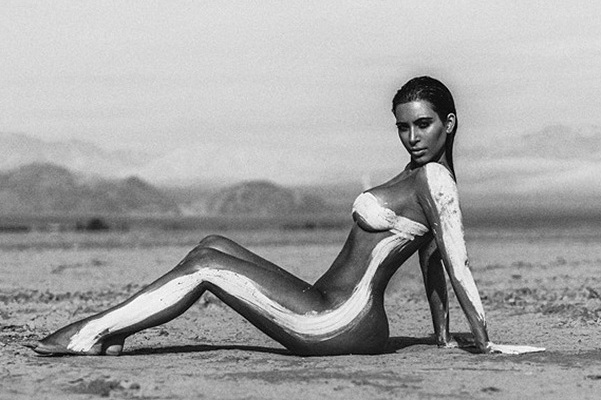 """Your entire life-Photoshop"": ""desert"" photo Kim Kardashian angry fans"