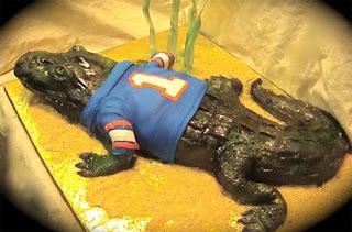 Món ăn ngon được làm từ bánh ngọt hình cá sấu