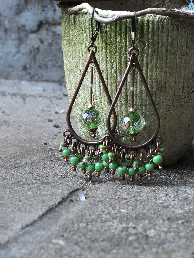 free tutorial for earrings with a lot of beads