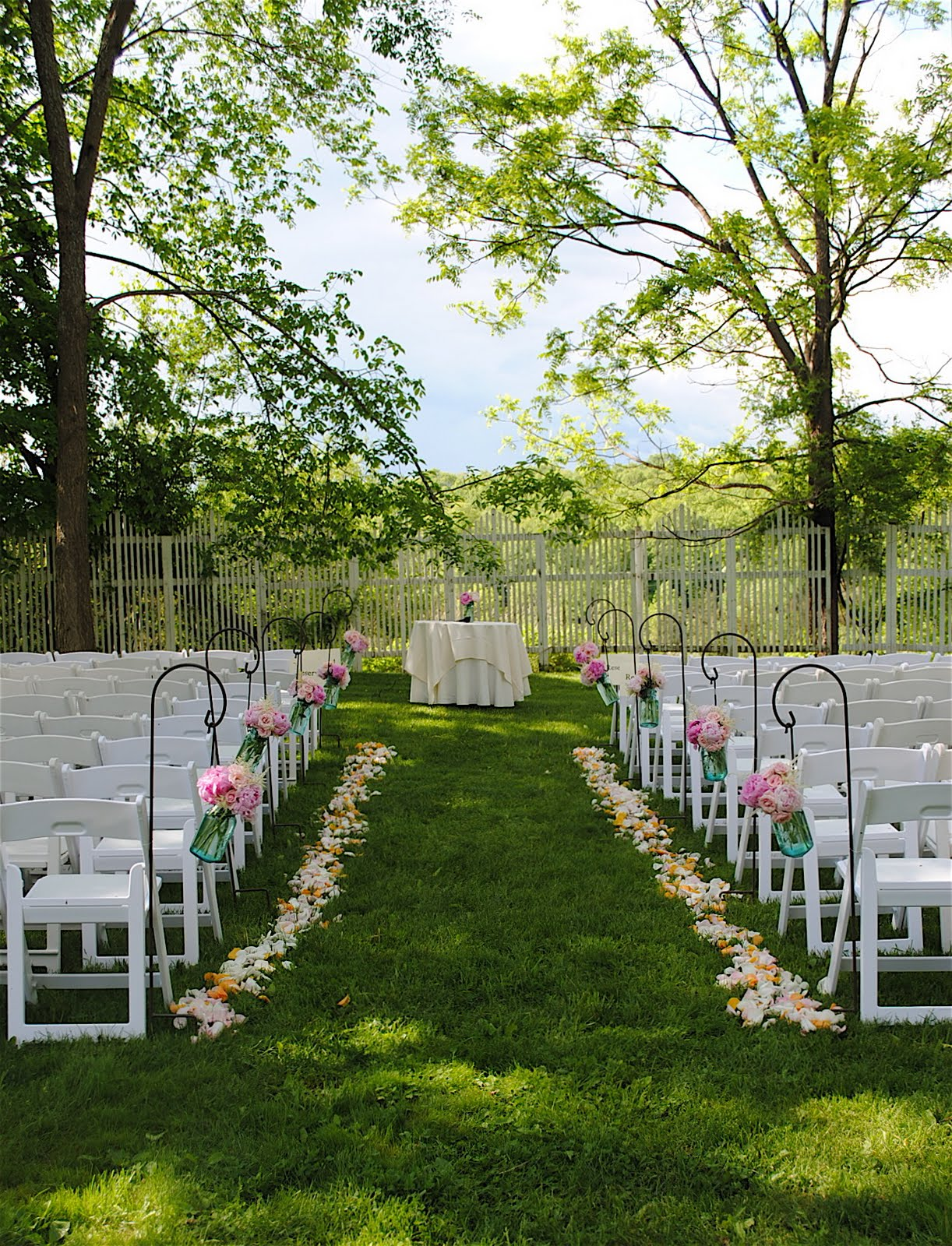 F E A S T At Round Hill Wedding Flowers