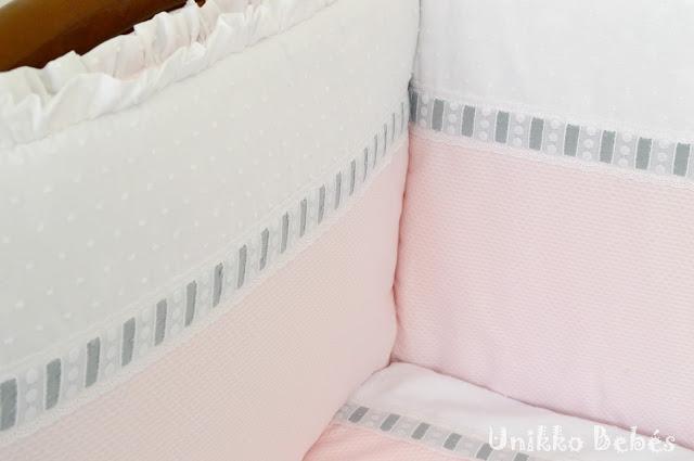 colcha de cuna rosa gris