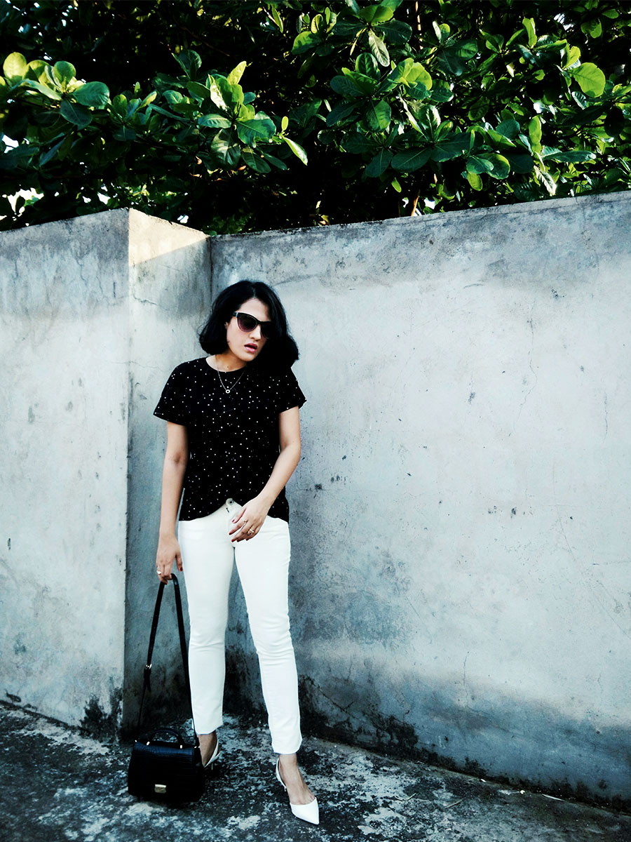 Mango T-Shirt,Levi's White womens skinny jeans, Zara Black Mini city Bag,Zara White Slingback heels