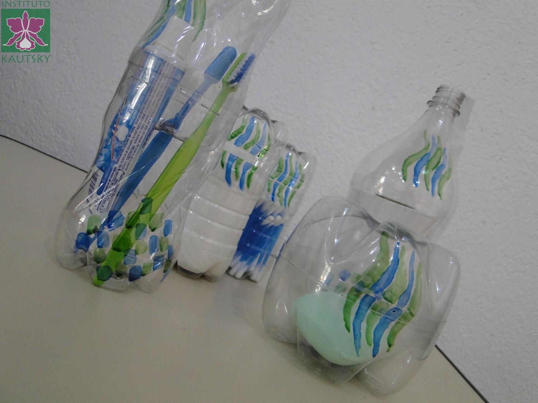 Adesivos De Parede Personalizados Sorocaba ~ Blog do Instituto Kautsky Kit para banheiro feito com garrafas PET