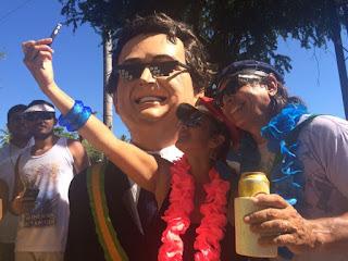 Boneco gigante do MITO Jair Bolsonaro chamou a atenção com o grande sucesso em Olinda