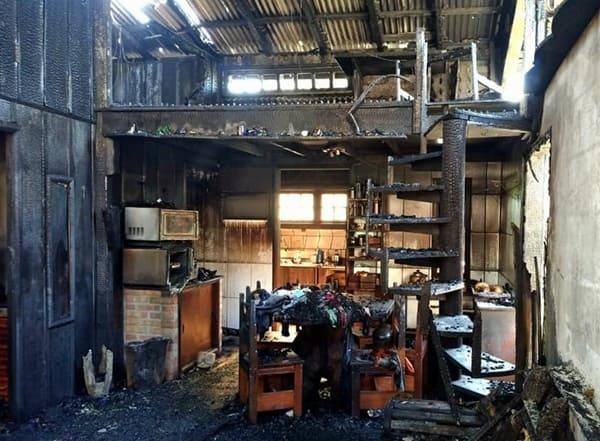 Corpo já carbonizado é encontrado durante combate a incêndio em Porto União