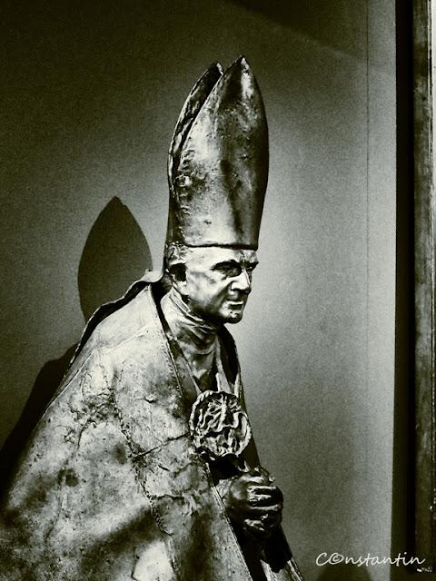 Statuia Papei Ioan Paul al II-lea (muzeul Vatican)-blog-FOTO-IDEEA