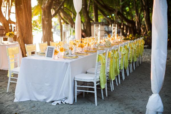 blanco y amarillo como decoración de boda