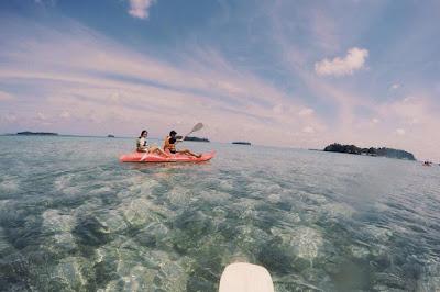 foto bermain kano di pulau putri