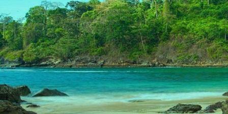 tempat wisata Teluk Hijau, objek wisata pantai ini berada masih dalam kawasan Taman Nasional Meru Betiri, Sarongan, Pesanggaran, Banyuwangi