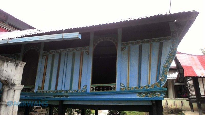 Diculik Pasutri ke Rumah Adat Bendang Air Tiris, Air Tiris ini adalah salah satu kecamatan di kabupaten Kampar, Riau, Rumah Adat Bendang Kenagarian.