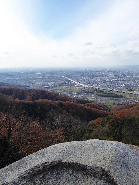 交野山 紅葉ハイキング 観音岩からの眺望 南西方向
