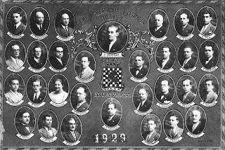 Cuadro con los participantes, organizadores y árbitros del Torneo Internacional de Ajedrez Barcelona 1929