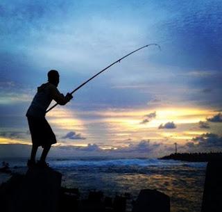 Cara Menghadapi Perlawanan Ikan Besar dengan Senar Kecil tipis giant travelly caru kuwe gatho bawal ikan mas tombro majalaya lomba patin babon induk besa badot