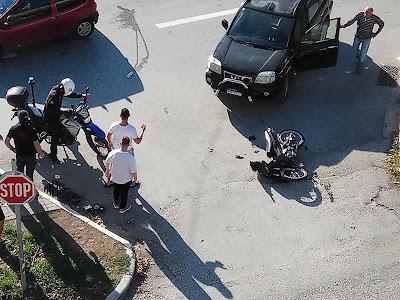 Σοβαρό τροχαίο στην Ηγουμενίτσα - Στο νοσοκομείο 17χρονος μοτοσικλετιστής (+ΦΩΤΟ)