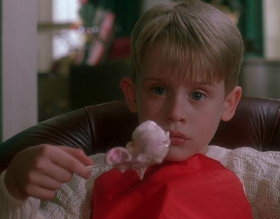 7 coisas que acontecem quando a família se junta para ver televisão no natal