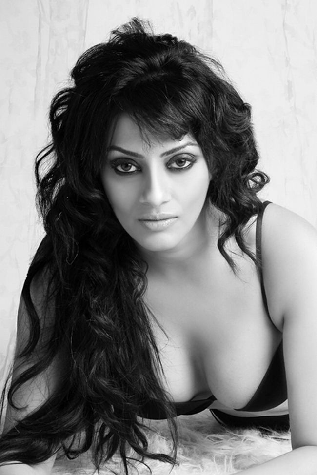 Bollywood Actress Shikha Puri Hot And Sexy Bold And Spicy -5806