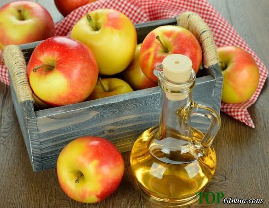 Tại sao da bị mụn nên dùng toner giấm táo và trà xanh?