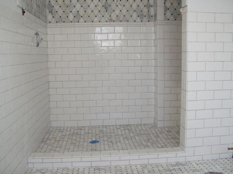 Motif Keramik dinding kamar mandi minimalis Keren