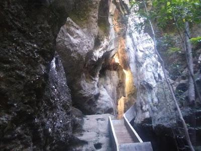 Menikmati Uniknya Goa Batu Cermin Labuan Bajo Flores
