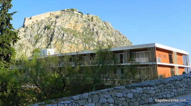 Hotel instalado dentro das muralhas da fortaleza de Acronafplia, Nafplio, Grécia