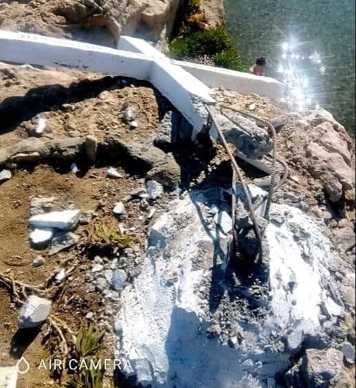 Λέσβος: Κατέστρεψαν τον σταυρό που ενοχλούσε τους αλληλέγγυους!