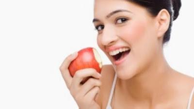 Cara Merawat dan Memutihkan Gigi Secara Alami