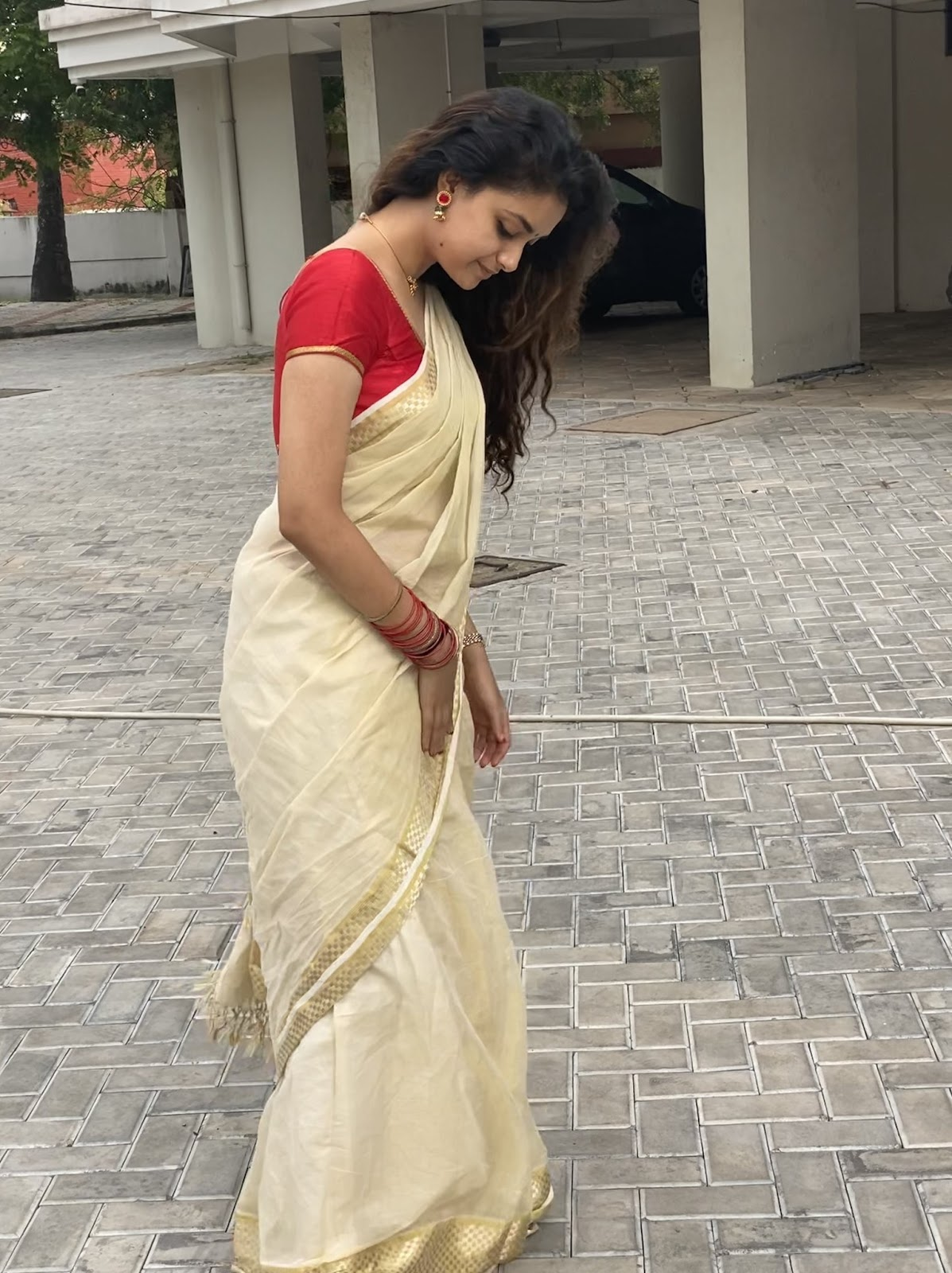 Keerthy Suresh in Saree with Awesome Expressions 2