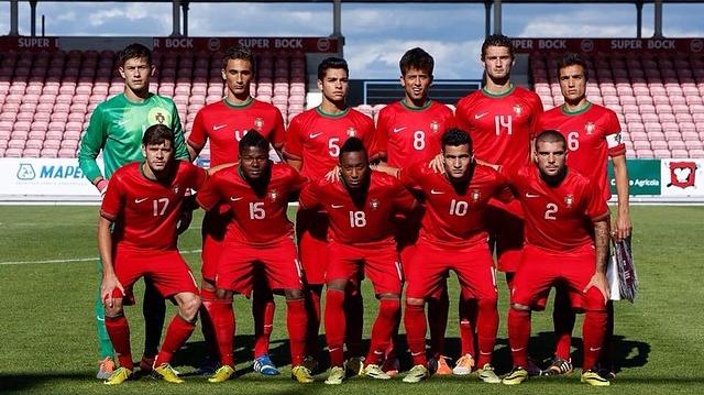 Portugal no Europeu sub-19  Selecção nacional perdia por 2-0 ao ... 3ad2e6363c43a