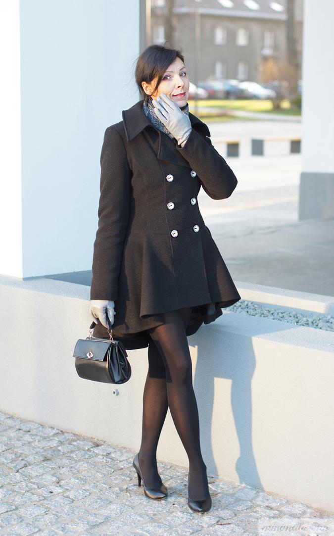 Asymetryczny płaszcz Monaco