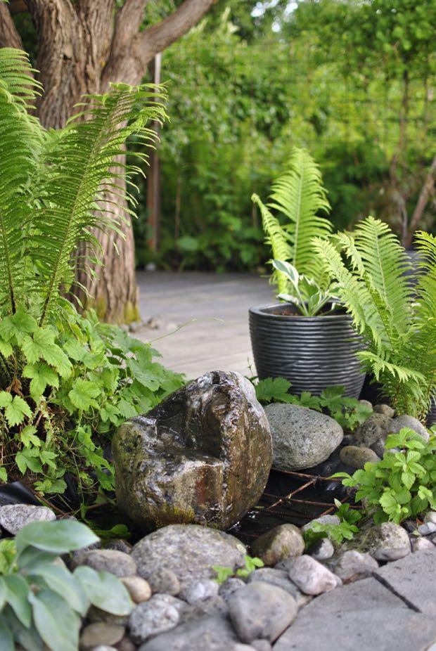 stenfontän trädgård strutbräken hannashantverk.blogspot.se