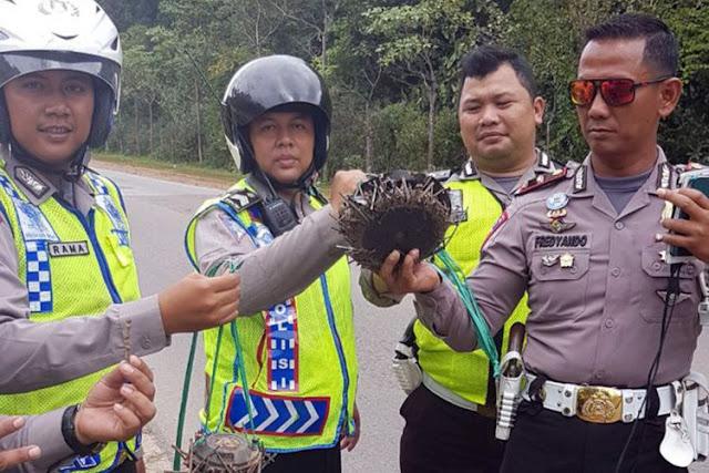 Kiloan Paku dan Potongan Baja Ditemukan Bertebaran di Jalan-jalan di Batam
