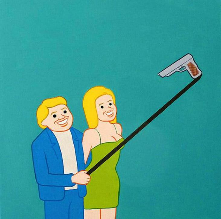 Casal posa para foto com pau de selfie estilizado por Joan Cornella