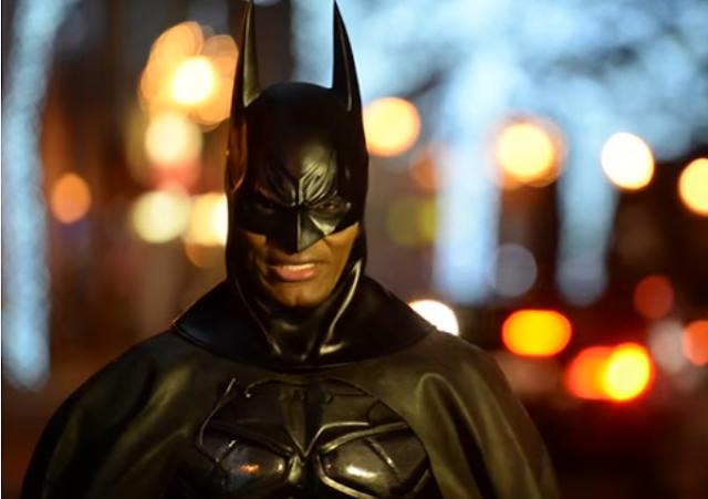Este hombre se ha transformado en un Batman real