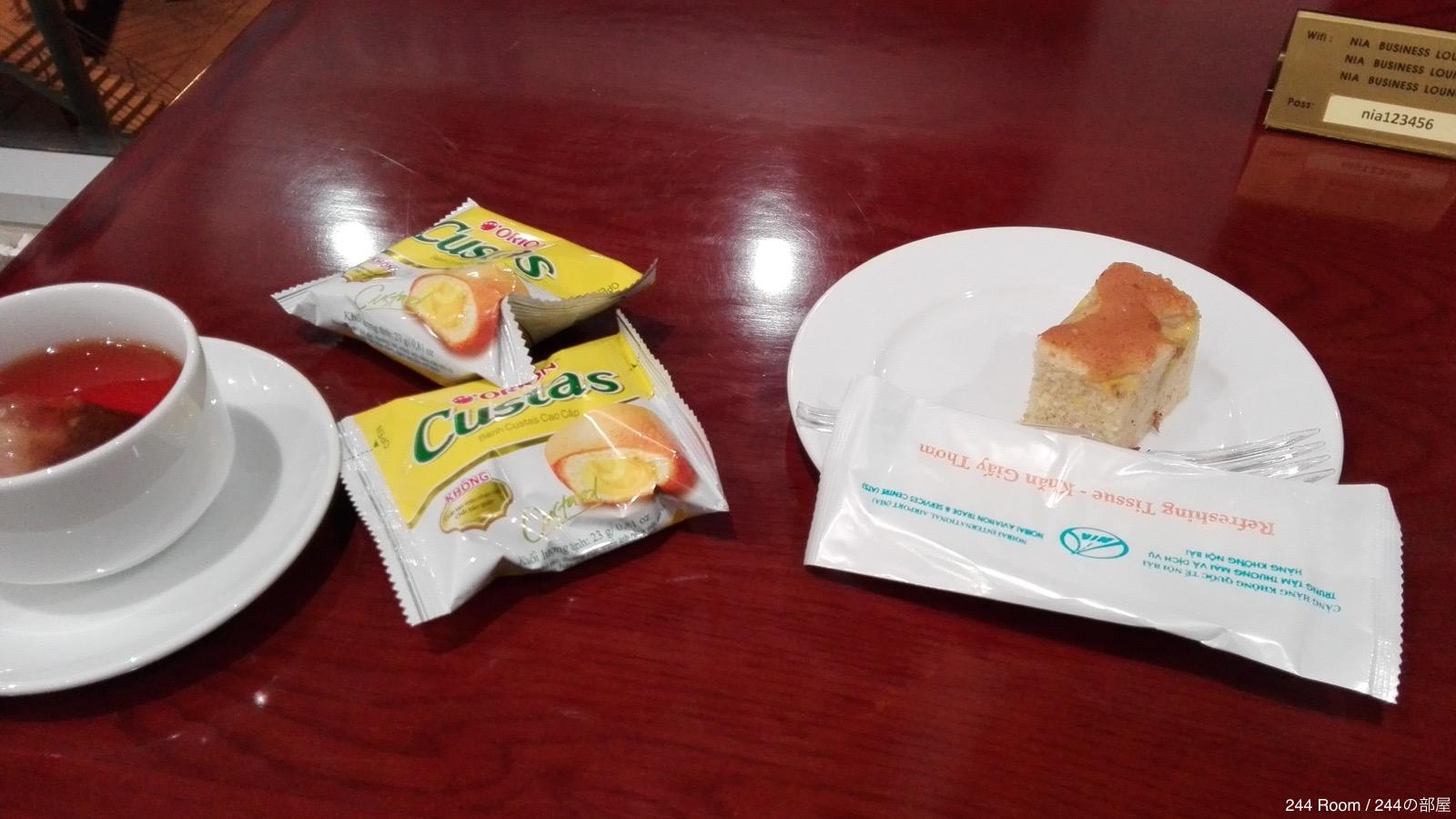 Noibai-airport-Business-Lounge-cake