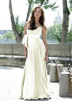 61612180385c En aldeles henrivende brudekjole festkjole i blødt jerseystof med  silkebælte. Og med et hav af pliséer i skørtet