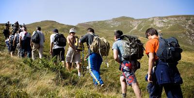 8 Peralatan Utama Wajib Ada Bersama Anda Ketika 'Trekking'