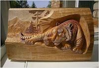 cuadro de madera de tigre tallado