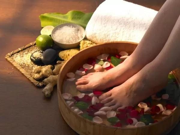 Thảo dược ngâm chân chữa bệnh đơn giản hiệu quả lại dễ kiếm