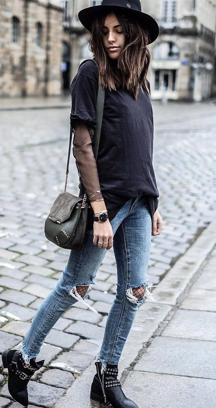 cool street style outfit: hat + t-shirt + rips + bag