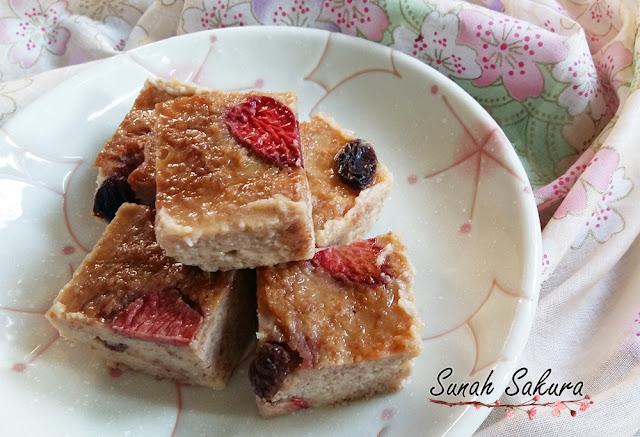Puding Roti Strawberry