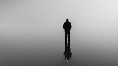 sendirian di danau