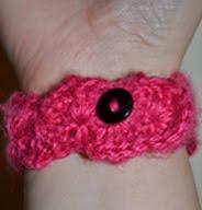 http://daisyandherthings.wordpress.com/2012/01/21/free-pattern-zigzag-bracelet/