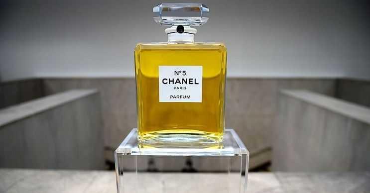 Parfüm dünyadaki en pahalı sıvılardan biridir, özellikle Chanel 5 fiyatıyla dudak uçuklatmaktadır.