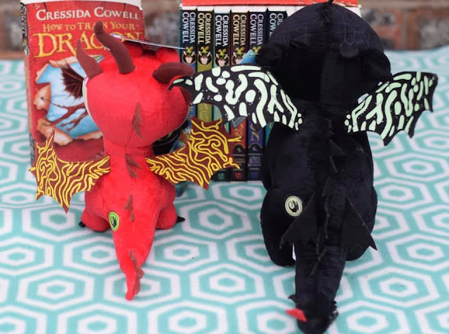 glow in the dark dragon wings - hookfang and toothless
